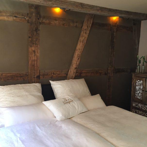 Das Schlafzimmer in der Ferienwohnung Steingasse